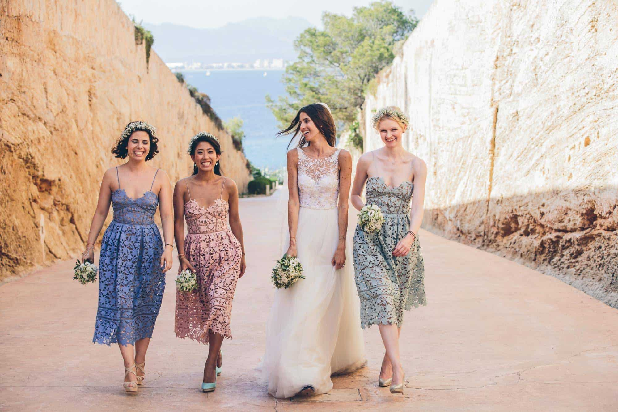 Married in Mallorca - Bride with brides maids