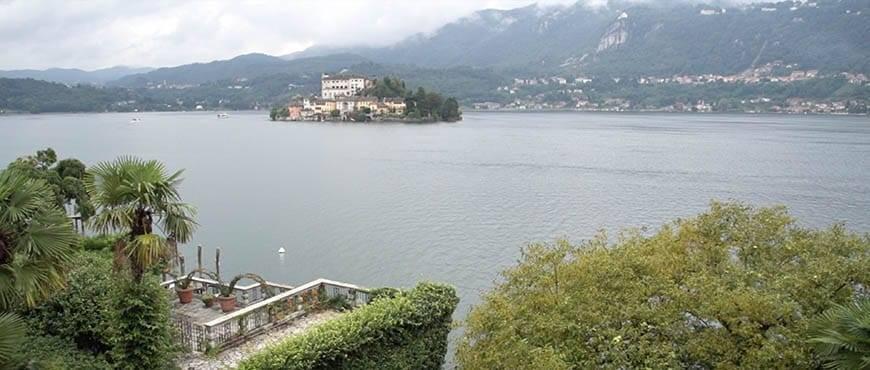 Balcony on the Lake Orta - Luxury Wedding Gallery