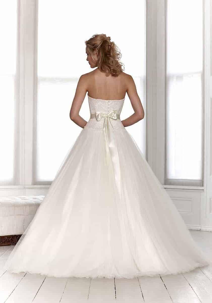 Sassi Holford 2015 Summer back copy - Luxury Wedding Gallery