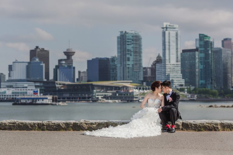 A Splash of Red in Vancouver – a real wedding