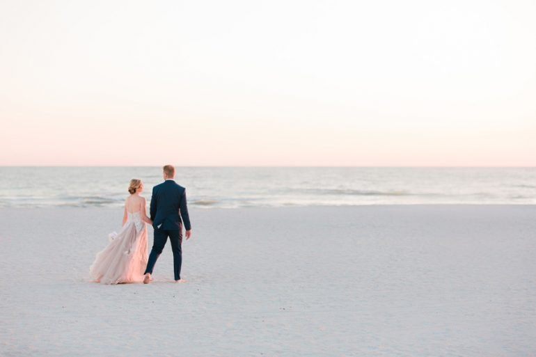 Real Wedding: Tropical colour on the beach