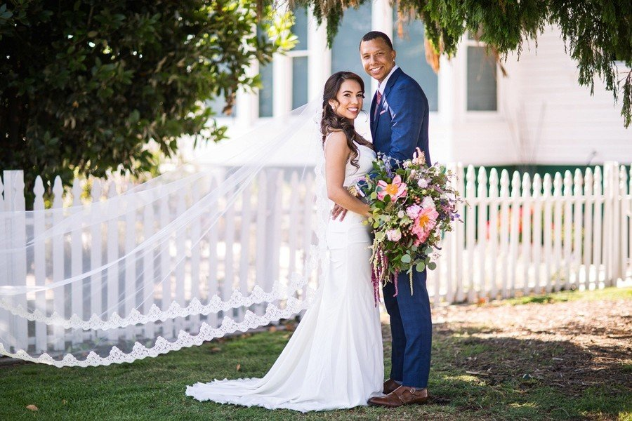 Real wedding: Wild flowers in the garden