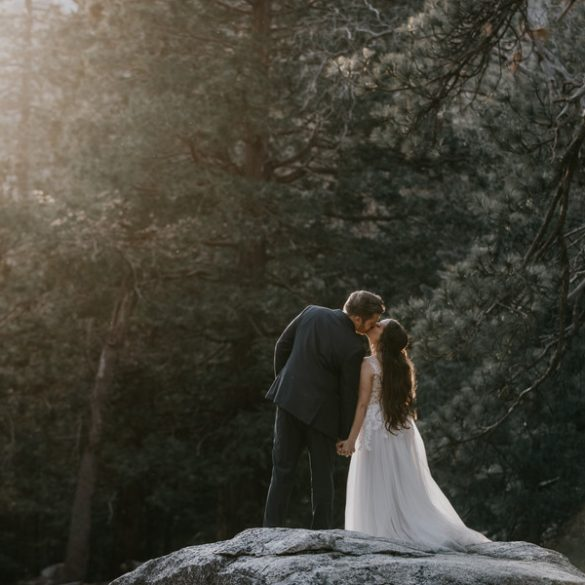 Real wedding: Cabin in the woods