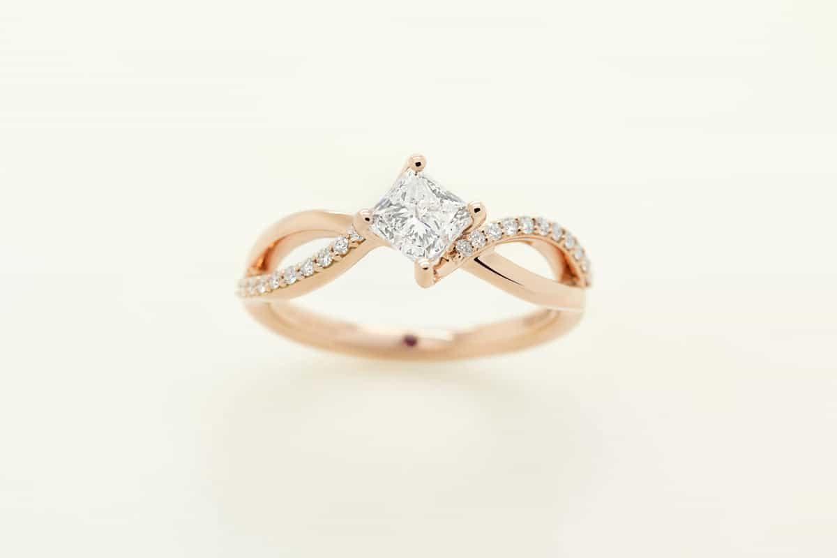 Top Tips for Shopping For An Engagement Ring During COVID-19