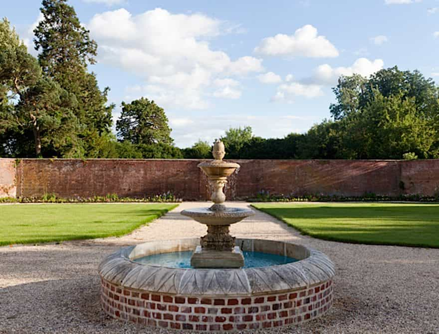 The Walled Garden At Orchardleigh Somerset - Water-fountain